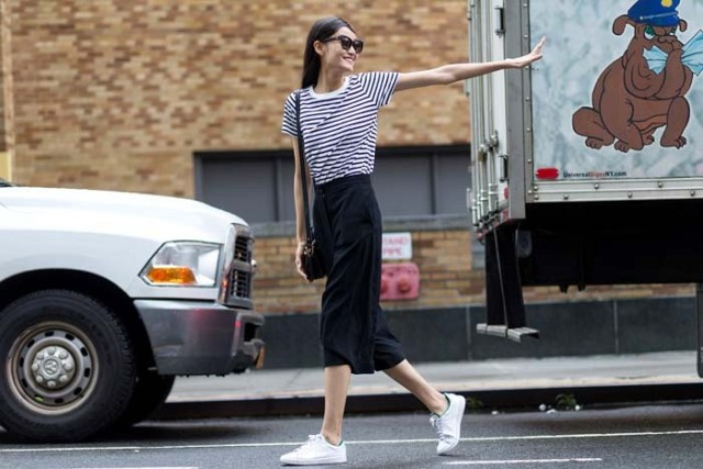 nyfw-culottes-black-and-white-striped-tee-shirt-white-sneakers-adidas-sneakers-striped-tee-stripes-nyfw-via-the-styleograph-640x427.jpg